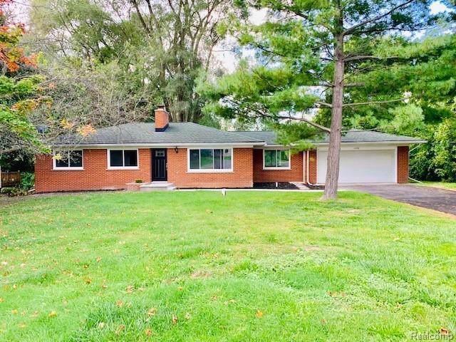 1090 S Williams Lake Road, White Lake Twp, MI 48386 (#219109995) :: The Buckley Jolley Real Estate Team