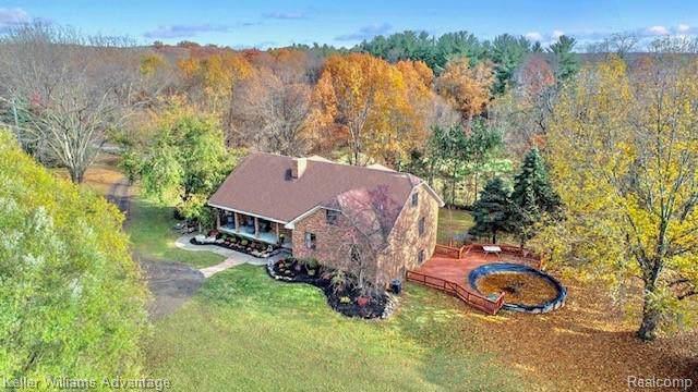 13566 Crooked Creek Drive, Green Oak Twp, MI 48178 (#219114305) :: The Buckley Jolley Real Estate Team