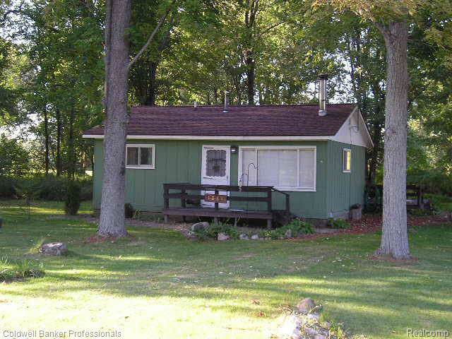 1381 Lakeview Drive, Clare, MI 48617 (#219114938) :: The Buckley Jolley Real Estate Team