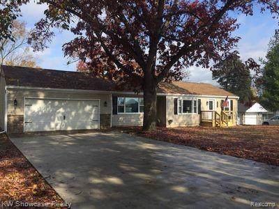 4760 Forest Avenue, Waterford Twp, MI 48328 (#219117431) :: Duneske Real Estate Advisors
