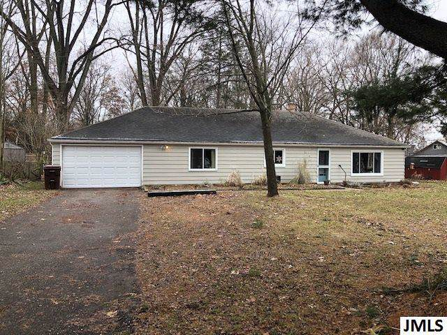 5504 Ackerson Lake Dr, Napoleon, MI 49201 (MLS #55201904338) :: The Toth Team