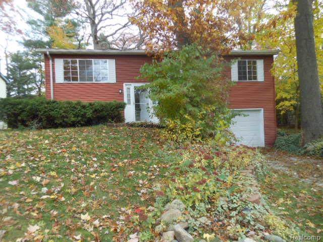 5221 Van Winkle Street, Brighton Twp, MI 48116 (#219121273) :: The Mulvihill Group