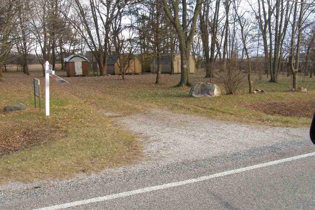 15201 Corunna Road - Photo 1