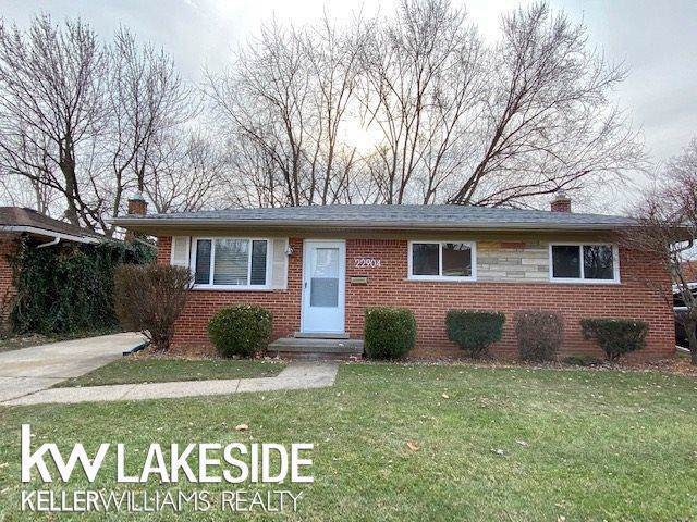 22904 Violet St, Saint Clair Shores, MI 48082 (#58050001829) :: Team DeYonker