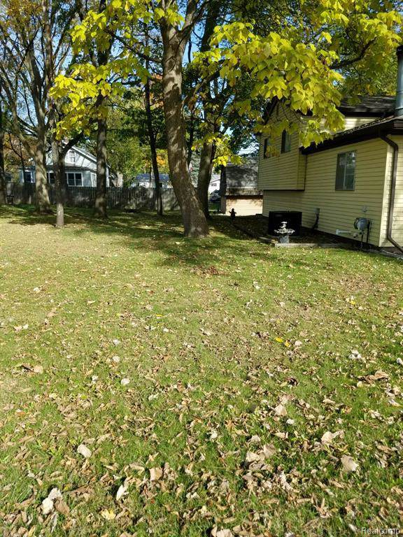 7693 Crescent Beach Road, Caseville Twp, MI 48755 (#219123936) :: Springview Realty