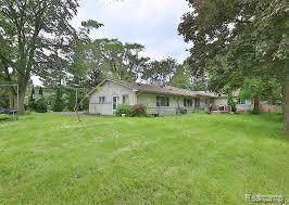 1089 W Auburn Road, Rochester Hills, MI 48309 (#2200004819) :: The Alex Nugent Team | Real Estate One
