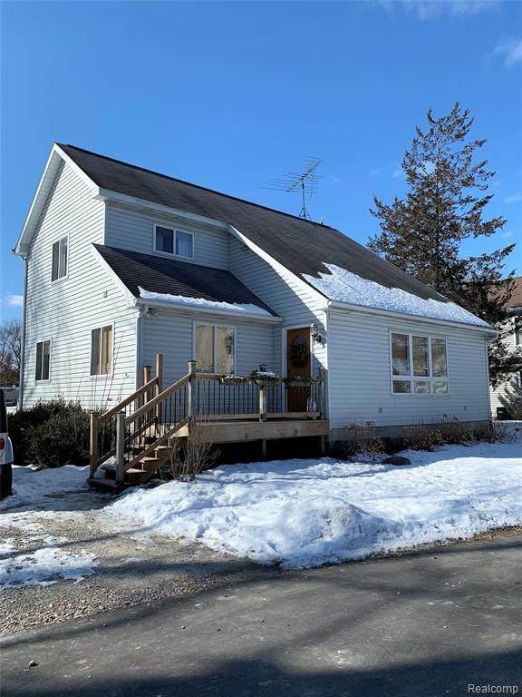 255 Harvard Drive, Oceola Twp, MI 48843 (#2200005941) :: The Buckley Jolley Real Estate Team