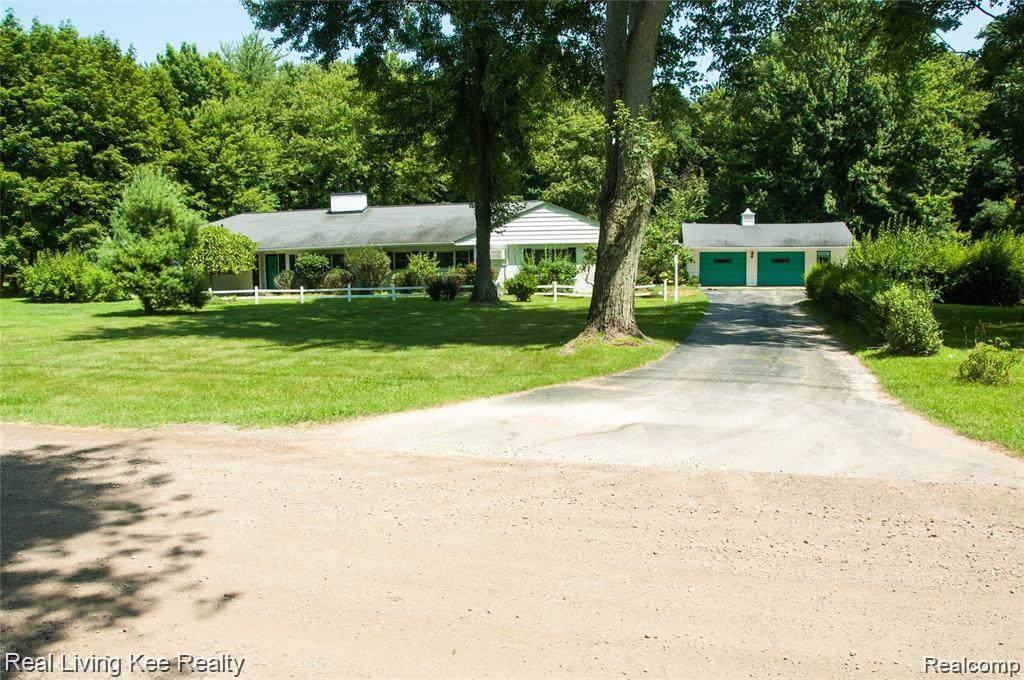 1195 Avon Circle Drive - Photo 1