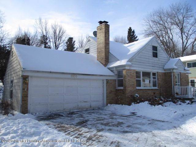 2255 Pembroke Road, Lansing, MI 48906 (#630000243917) :: The Mulvihill Group