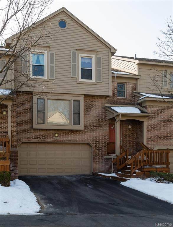 6372 Aspen Ridge Boulevard, West Bloomfield Twp, MI 48322 (#2200014907) :: GK Real Estate Team