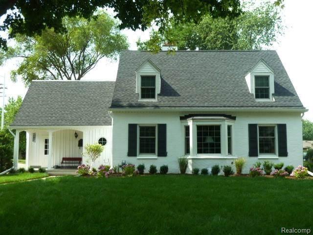 681 Hampton, Grosse Pointe Woods, MI 48236 (#2200017017) :: Springview Realty