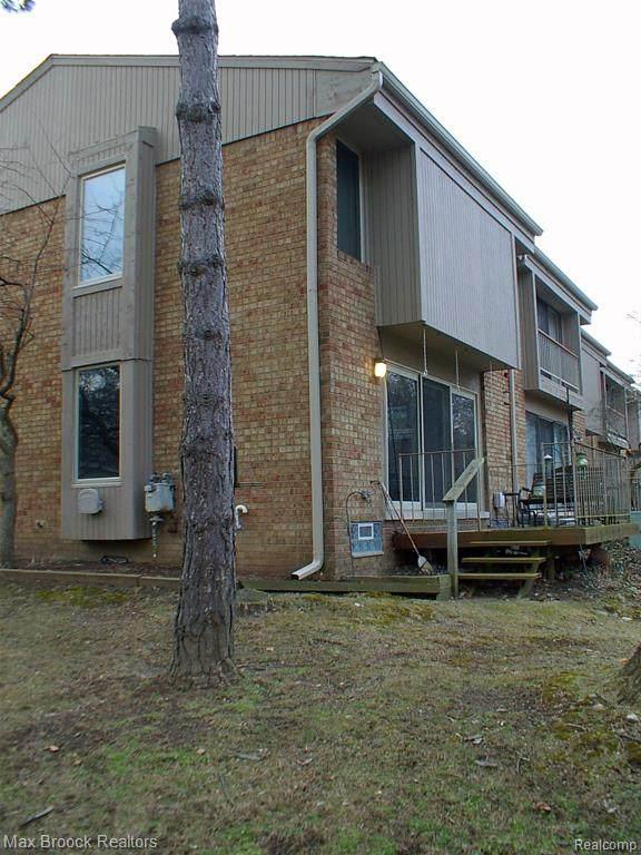 629 Oakbrook W #18, Rochester Hills, MI 48307 (#2200018256) :: BestMichiganHouses.com