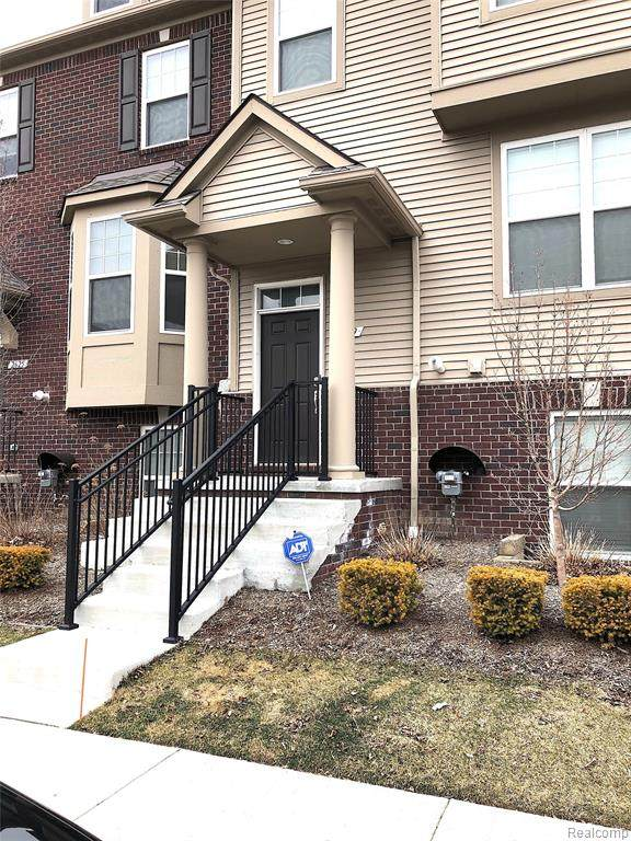 2629 Helmsdale Circle #51, Rochester Hills, MI 48307 (#2200020426) :: The Mulvihill Group