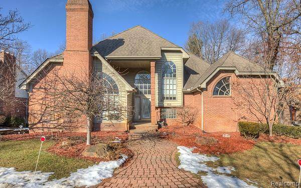 153 Waterview Drive, Orion Twp, MI 48362 (#2200022128) :: The Mulvihill Group