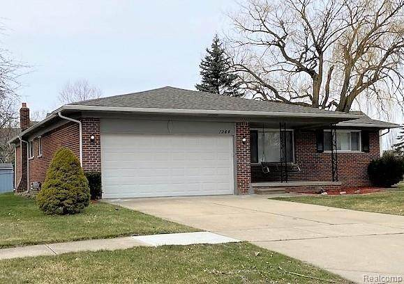 1944 W Roundtable Drive, Canton Twp, MI 48188 (#2200023635) :: RE/MAX Classic