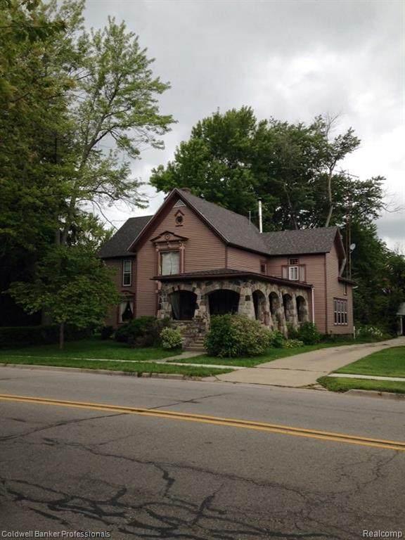 210 W Saint Clair Street W, Almont Vlg, MI 48003 (#2200023987) :: Springview Realty