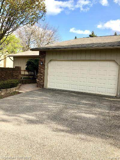 4215 Foxpointe Drive, West Bloomfield Twp, MI 48323 (#2200033667) :: The Mulvihill Group