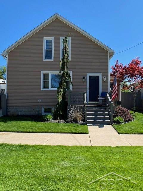 204 E Jeanette, Bay City, MI 48706 (MLS #61050012293) :: The John Wentworth Group