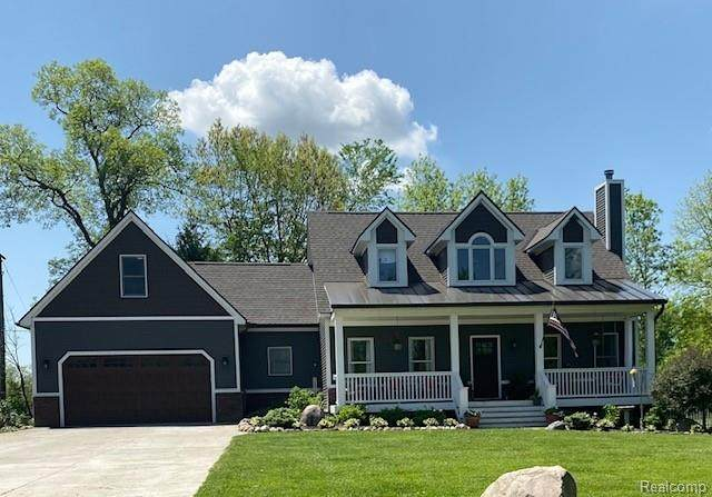 4910 Clements Circle, Oceola Twp, MI 48855 (#2200036584) :: The Mulvihill Group