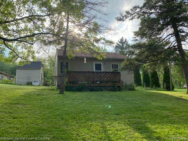 6130 Island Lake Drive, Green Oak Twp, MI 48116 (MLS #2200037987) :: The Toth Team