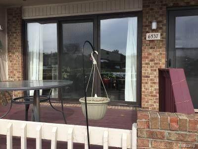 6537 Maple Lakes Court, West Bloomfield Twp, MI 48322 (#2200039187) :: RE/MAX Nexus