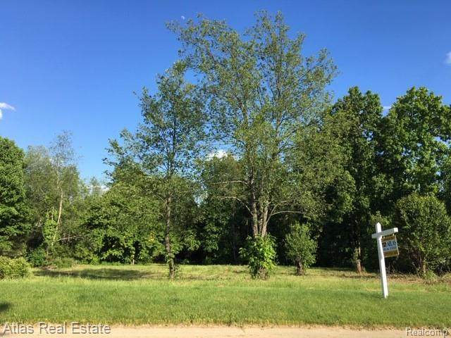 2 Buckell Shores, Groveland Twp, MI 48442 (MLS #2200044637) :: The Toth Team