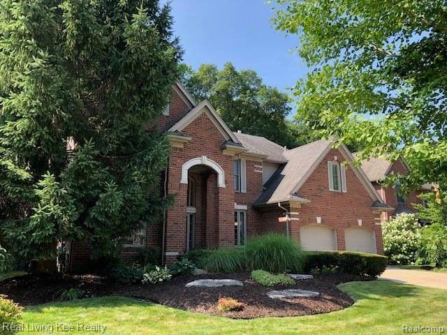 1081 Chesapeake, Rochester Hills, MI 48307 (#2200048568) :: The Alex Nugent Team | Real Estate One