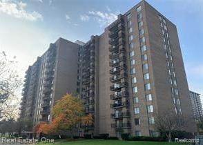 16400 N Park Dr Apt 414, Southfield, MI 48075 (#2200049234) :: Alan Brown Group
