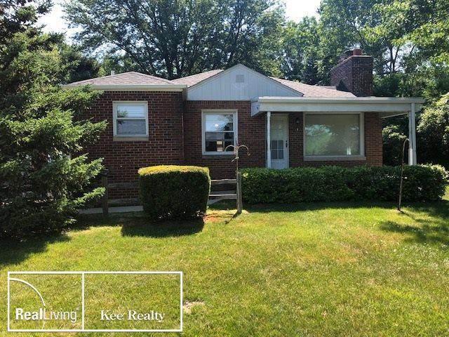 38208 Harper Ave, Clinton Twp, MI 48036 (#58050016186) :: The Alex Nugent Team | Real Estate One