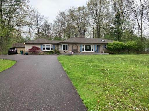 25441 Springbrook Drive, Farmington Hills, MI 48336 (#2200053127) :: BestMichiganHouses.com