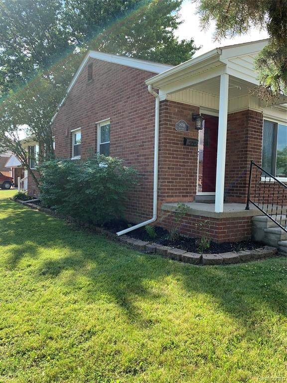 18798 Koester Street, Riverview, MI 48193 (#2200053618) :: The Mulvihill Group