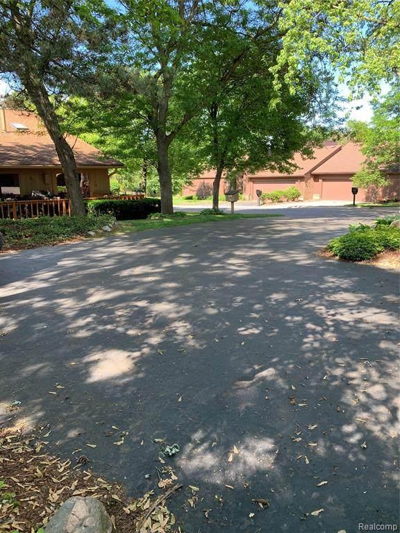 3685 Quail Hollow Drive, Bloomfield Twp, MI 48302 (#2200056180) :: Novak & Associates