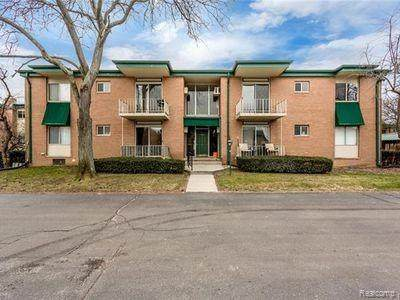 1968 Axtell Dr Apt 7, Troy, MI 48084 (#2200065024) :: The Mulvihill Group