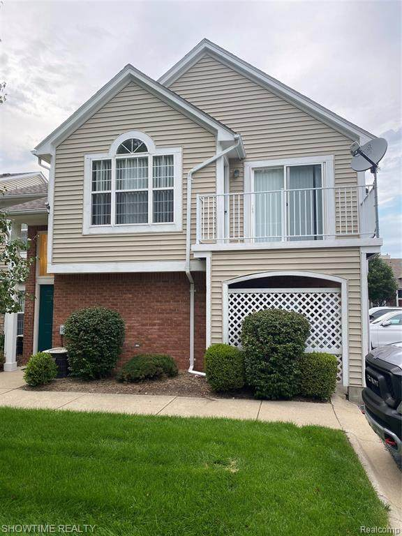 4174 Berkshire Drive, Sterling Heights, MI 48314 (#2200066116) :: The BK Agency