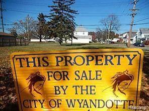 1702 4TH, Wyandotte, MI 48192 (#2200069774) :: GK Real Estate Team