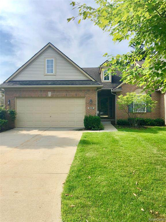 8229 Springdale Drive, White Lake Twp, MI 48386 (#2200072586) :: RE/MAX Nexus