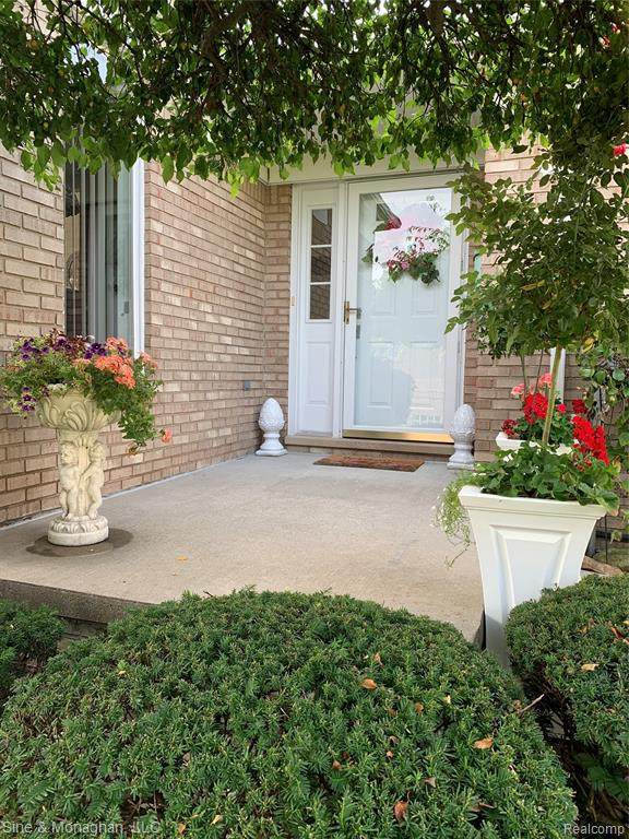 1935 River Rd #16, ST. CLAIR TWP, MI 48079 (#2200076327) :: The BK Agency