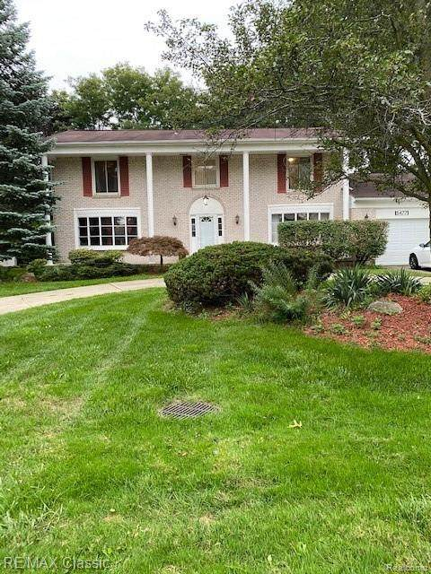 5477 Centerbrook Drive, West Bloomfield Twp, MI 48322 (#2200077643) :: The Mulvihill Group