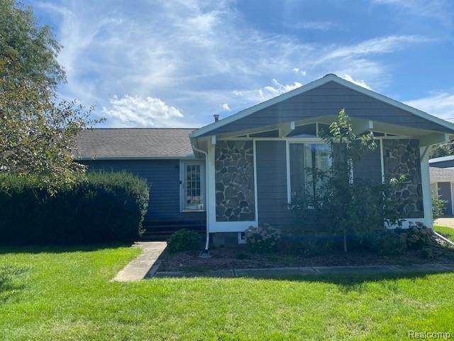 10211 Davisburg Road, Springfield Twp, MI 48350 (#2200078401) :: RE/MAX Nexus