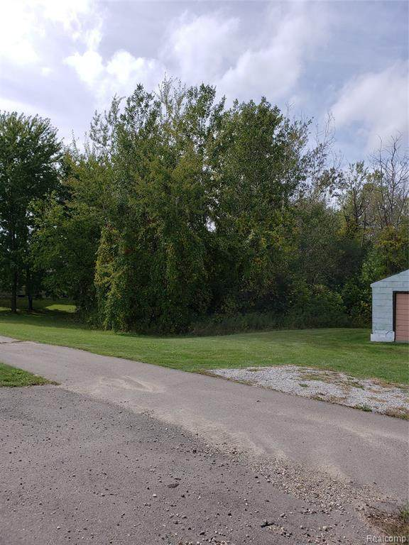 1900 S Lapeer Road, Orion Twp, MI 48360 (#2200078549) :: Keller Williams West Bloomfield