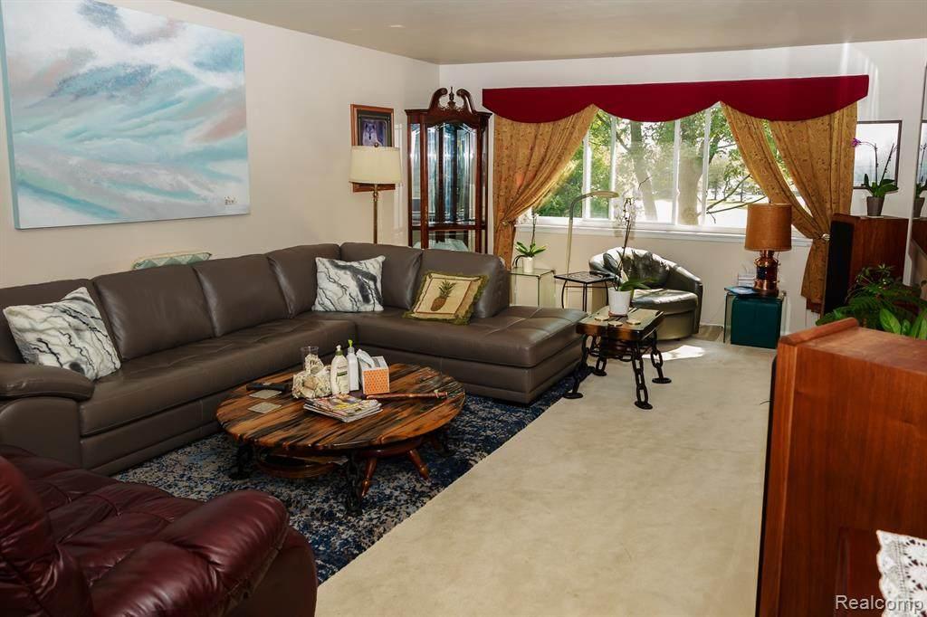 42522 Woodward Ave - Photo 1