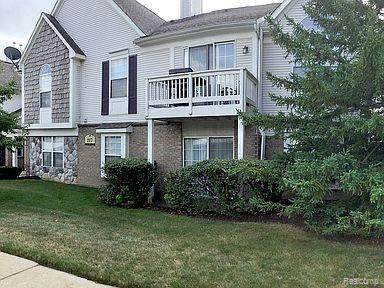 217 Oakbrooke Dr Bldg #16 #2, South Lyon, MI 48178 (MLS #2200081722) :: The John Wentworth Group