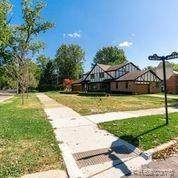 15912 E Jefferson Avenue, Grosse Pointe Park, MI 48230 (MLS #2200082061) :: The John Wentworth Group