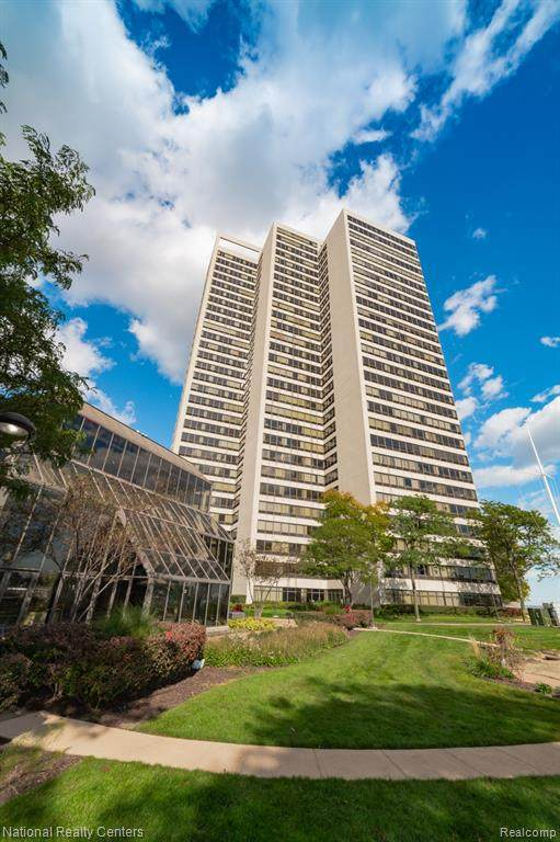 300 Riverfront Drive 24F, Detroit, MI 48226 (#2200083245) :: The Mulvihill Group