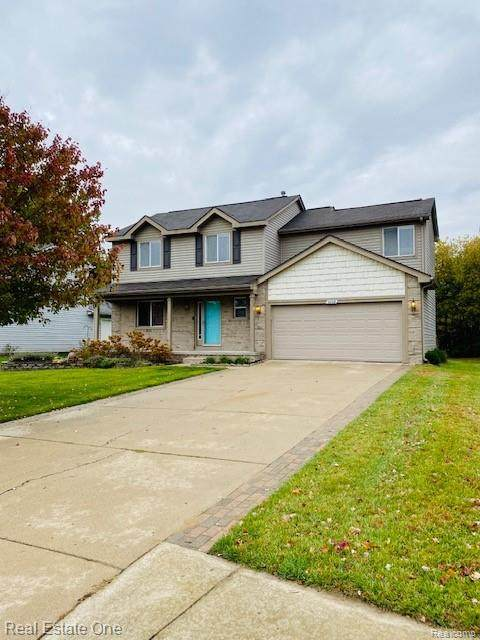 6668 Wedgewood Court, Waterford Twp, MI 48327 (#2200086974) :: The Mulvihill Group