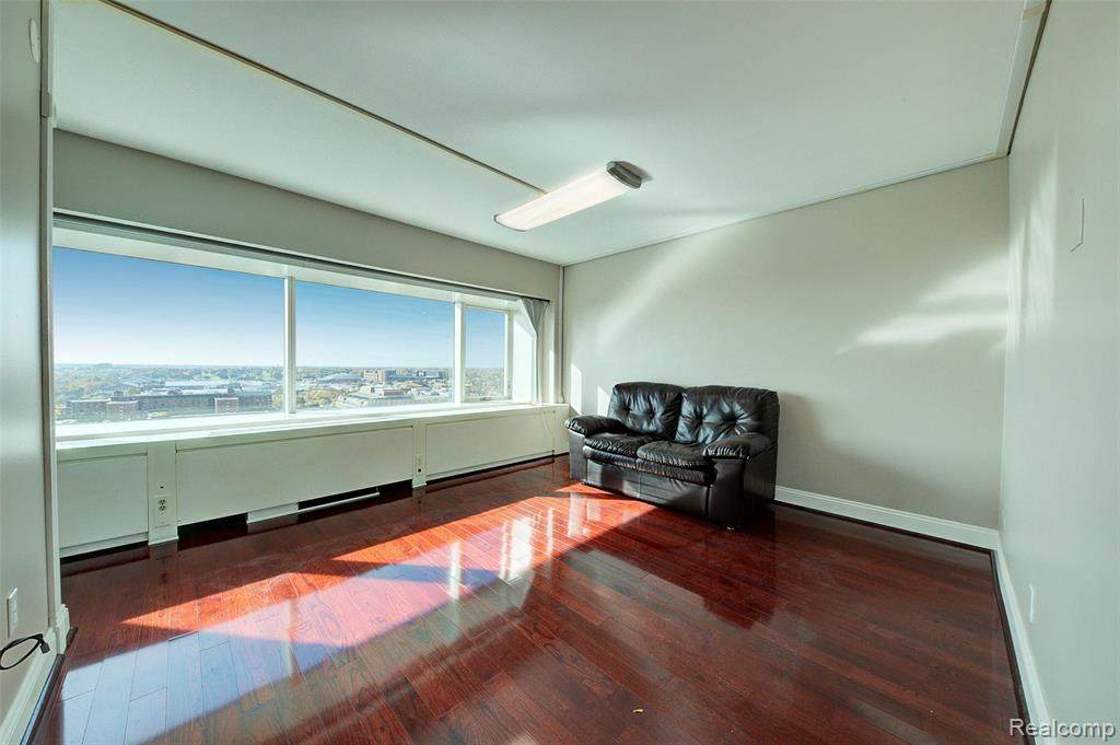 555 William St Apt 19K - Photo 1