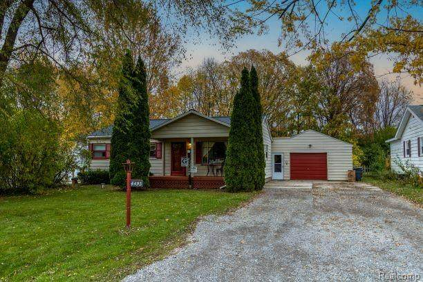 4493 Sheldon Lane, Flint Twp, MI 48507 (MLS #2200089172) :: The John Wentworth Group