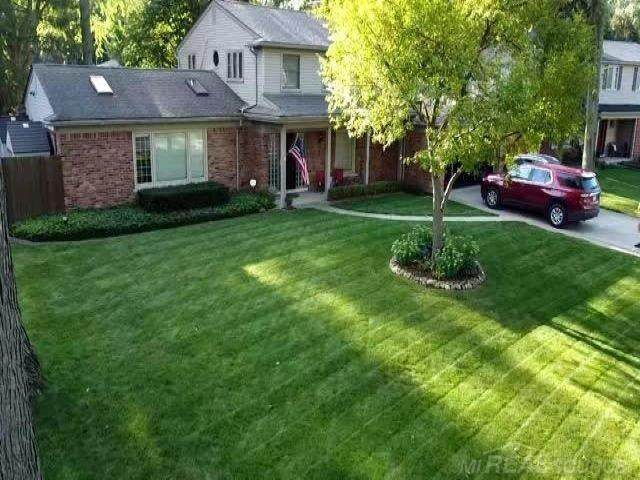 37231 Robindale Ct, Clinton Twp, MI 48306 (#58050029798) :: The BK Agency