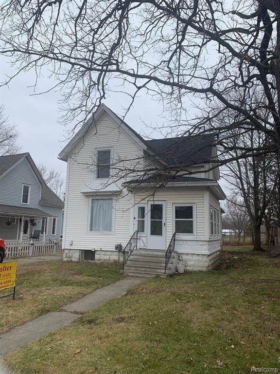 1226 W Genesee Street, Lapeer, MI 48446 (#2200099622) :: Robert E Smith Realty