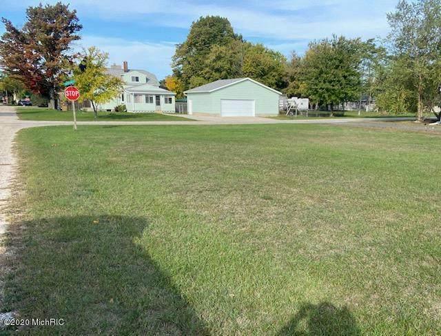 Ave C, East Lake Vlg, MI 49626 (#67020041855) :: GK Real Estate Team